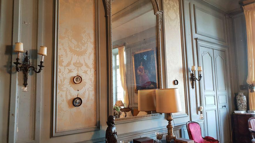 Le salon du château du Hamel à Castets en Dorthe