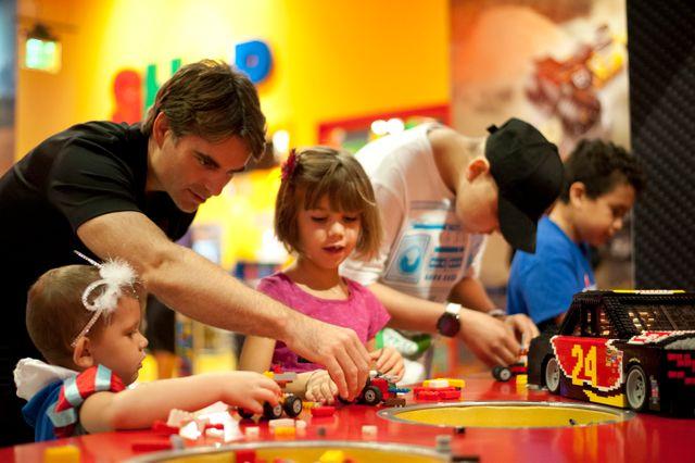 Les jeux de construction, comme les Lego, s'arrachent dans les Lego store, chaîne de magasins qui s'est créé avec le succès du jeu