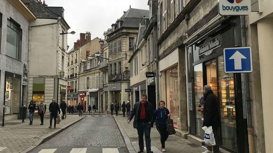 Beaucoup de magasins ont exceptionnellement ouvert toute la journée de ce dimanche 23 décembre, à Bourges.