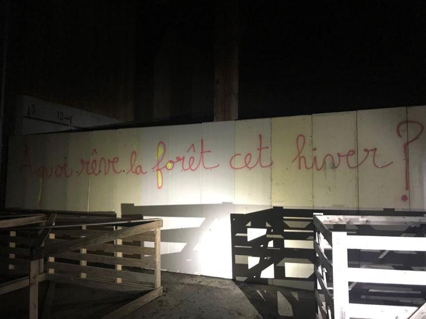 Des inscriptions ont été découvertes sur les murs de l'entreprise