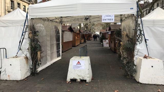 Depuis le début du marché de Noël de Tours, il n'y avait ni fouille des sacs, ni palpation systématique des visiteurs