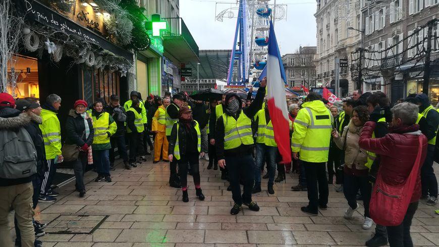 Manifestation des gilets jaunes dans le centre-ville d'Amiens le 01 décembre 2018