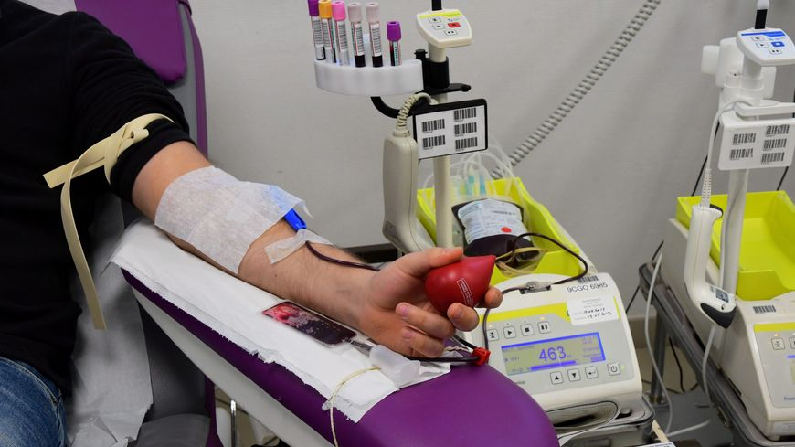 Chaque jour, 10 000 dons du sang sont nécessaires pour répondre aux besoins des malades.
