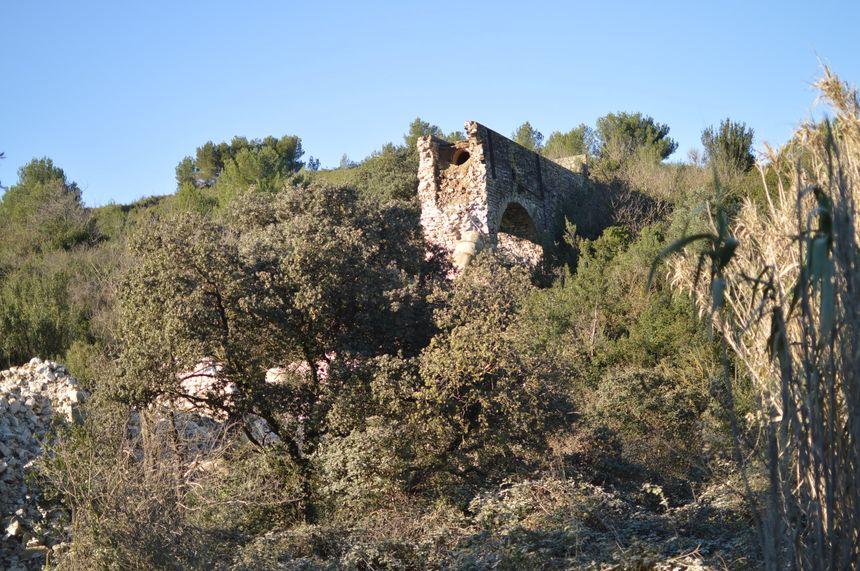 Les ruines de l'aqueduc de Comps dans le Gard.