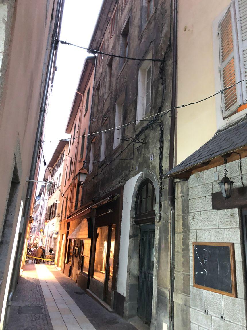 L'immeuble est situé au 6 rue de Lans à Chambéry.