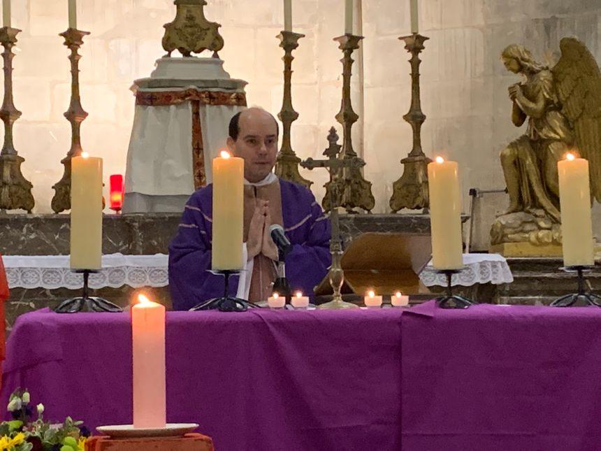 Christophe Roure va célébrer 3 messes le soir du réveillon de Noël.