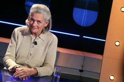 """La philosophe française Elisabeth Badinter, sur le plateau de l'émission """"Vol de Nuit"""" sur TF1 (26 mars 2008)."""