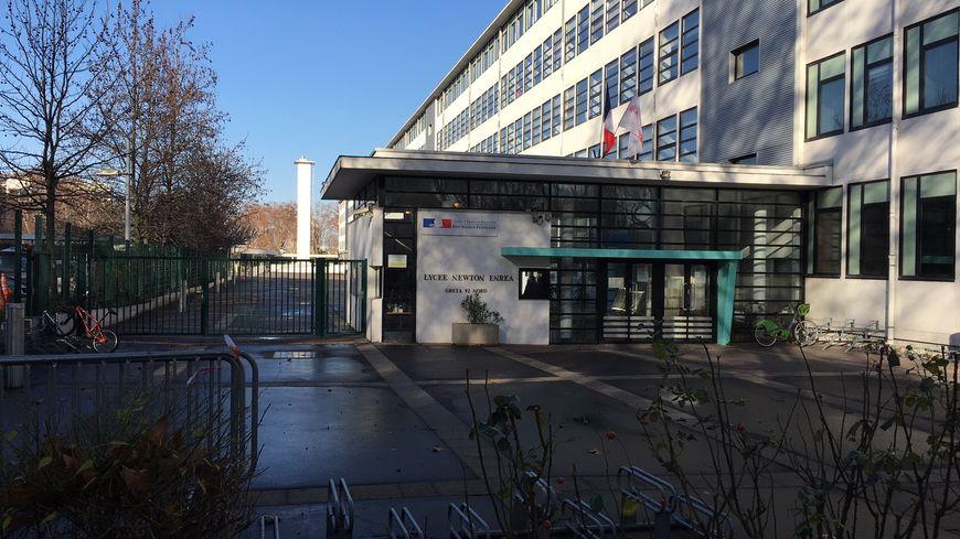 Le lycée Newton était fermé ce lundi 17 novembre.