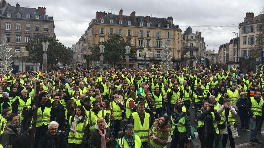 Ils sont des centaines dans les rues de Limoges cet après-midi