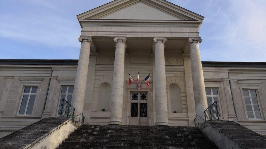 Un homme condamné à 15 mois de prison ferme pour avoir poignardé une adolescente le soir du réveillon de Noël, à Châteauroux.
