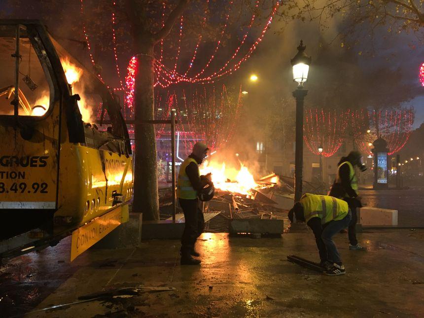 Sur les Champs-Elysées samedi 8 décembre 2018.
