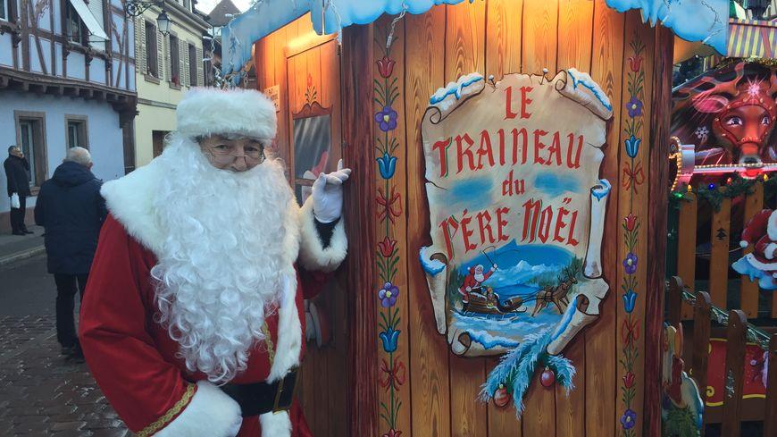 Avant sa tournée du 24 décembre l'homme en rouge est sur le marché de Noël de Colmar