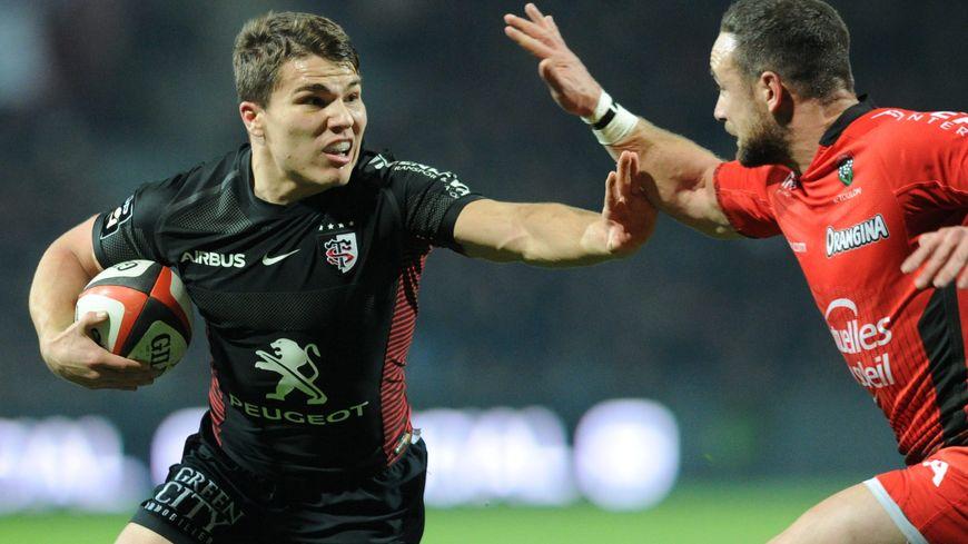 Le demi de mêlée Antoine Dupont face aux Toulonnais.