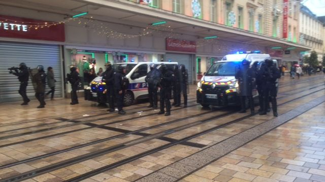La police en intervention rue Nationale à Tours