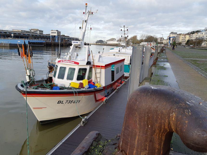 """Le """"Sainte-Catherine"""" a retrouvé les quais de Boulogne-sur-mer. Sa porte d'entrée a été fracturée, et son moteur -qui a chauffé- est probablement à changer.."""
