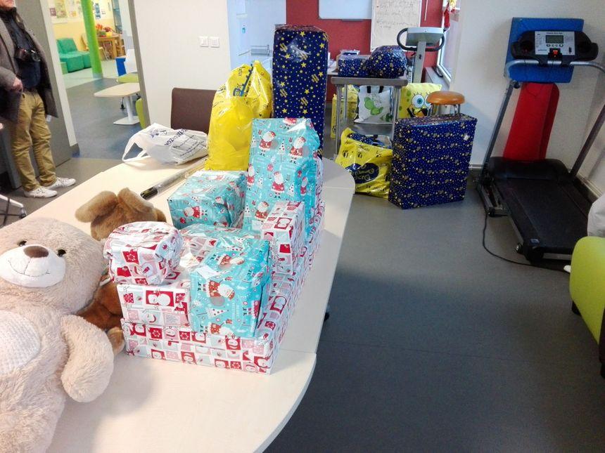 Voici la réserve du Père Noël ans le service pédiatrie.