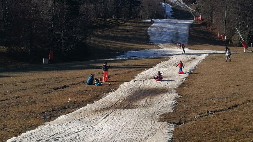 La luge remplace les skis.