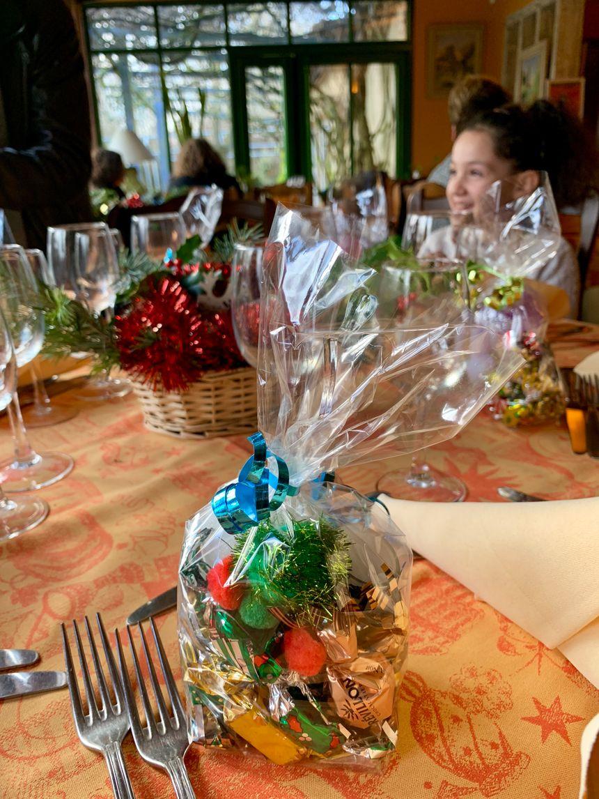 """Le restaurant """"La Courcilière"""" à Bourges, a accueilli une cinquantaine d'invités, bénéficiaires du secours populaire."""