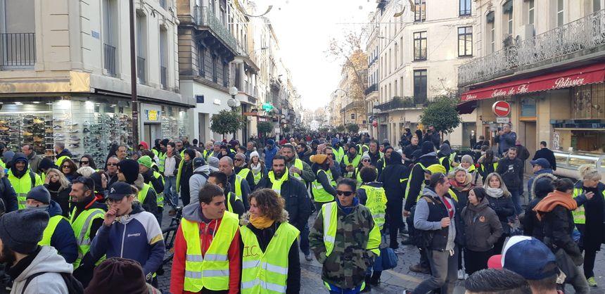 Des gilets jaunes ont manifesté dans le centre d'Avignon samedi après-midi.