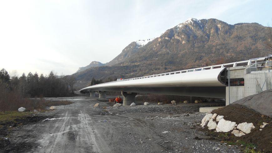 Le nouveau viaduc enjambe le Giffre près de Marignier.