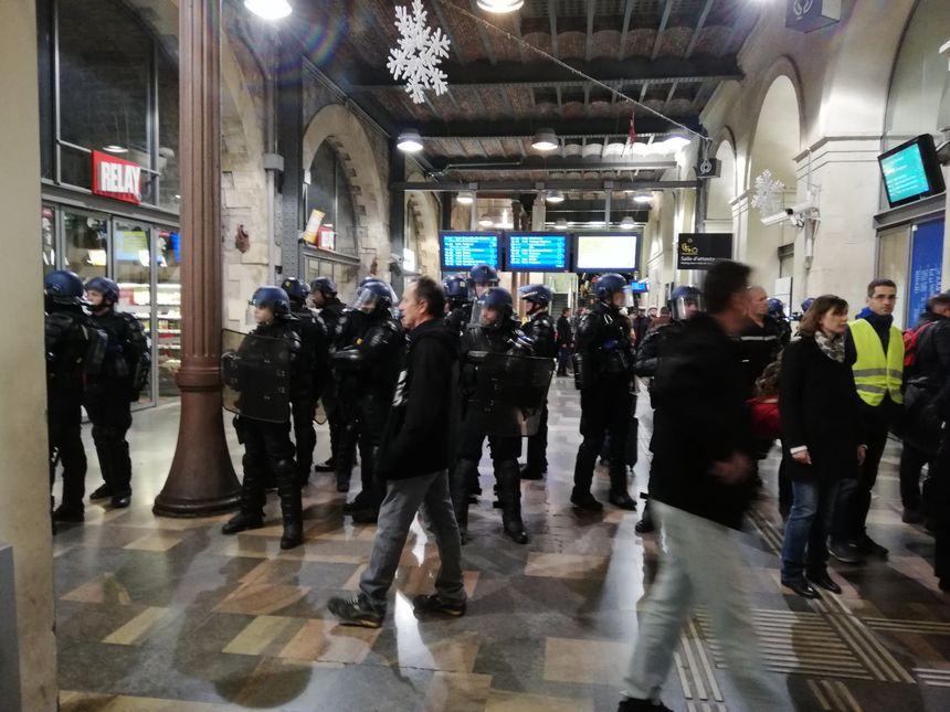 Les gendarmes mobiles sont intervenus pour déloger les manifestants