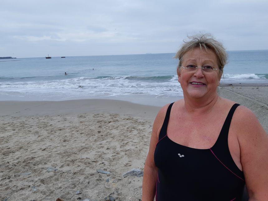 Sylvie, 58 ans, qui se baigne tous les 25 décembre depuis 15 ans, est restée 20 minutes dans l'eau.