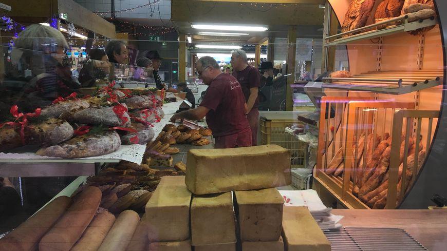 La boulangerie est installée au marché Saint-Pierre en attendant de renaître de ses cendres