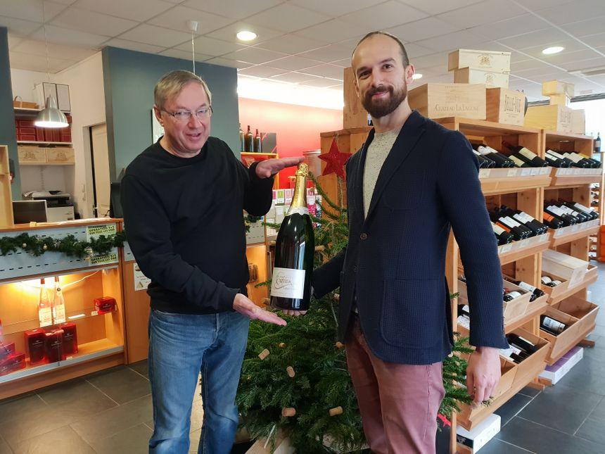 Etienne Weirich, gérant et Lucas Potier, caviste à la Médocaine à Bruges