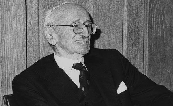 Il y a près de quarante ans, l'économiste Friedrich Hayek en appelait à une mise en concurrence de monnaies en dehors du contrôle de l'Etat, ce qui constituerait la meilleure protection contre les risques d'inflation. Et si les crypto-monna