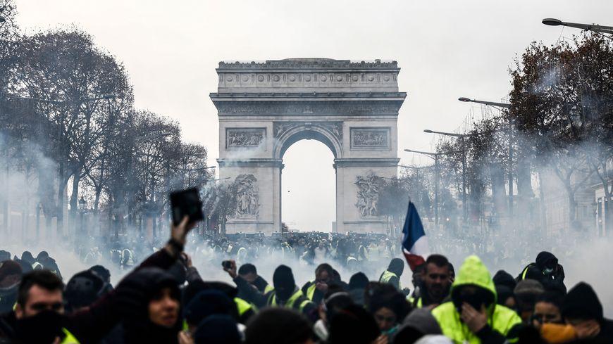 1700 personnes ont été interpellées en France dont un millier à Paris en  marge des manifestations 2bca9d4d7bb