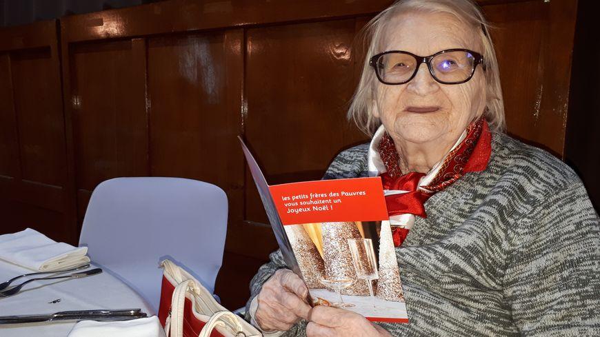 Geneviève participe à son premier réveillon des Petits Frères des Pauvres de Montpellier