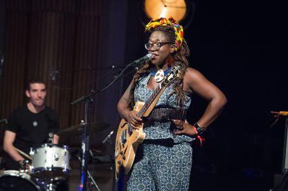 Mélissa Laveaux sur la scène du FNAC Live, le 7 juillet 2018, Paris, France.