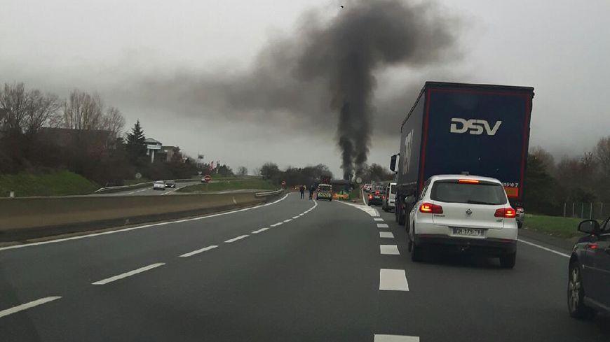 Le blocage des ilets jaunes sur l'autoroute A47 à Saint-Chamond (Loire).