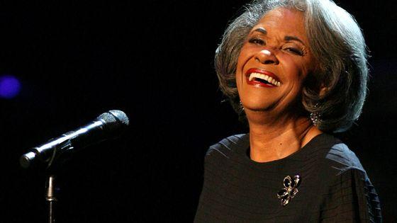 La chanteuse de jazz Nancy Wilson en octpbre 2007 lors d'un concert en l'honneur d'Herbie Hancock