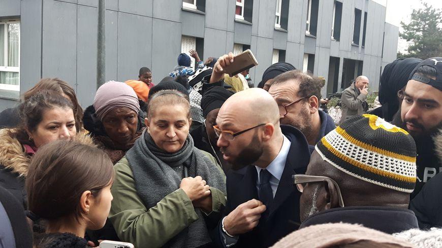Le directeur général de Seine-Saint-Denis Habitat, Patrice Roques, est venu rencontrer les habitants ce lundi
