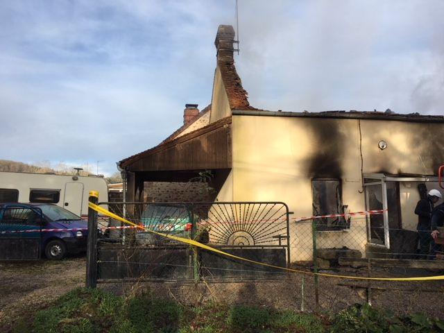 Tout le pavillon a été détruit par les flammes.