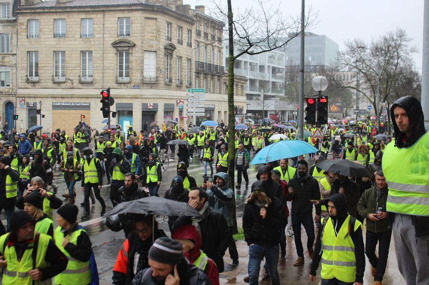 La pluie a accompagné la manifestation toute l'après-midi.