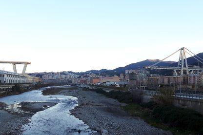 Ce qui reste du pont de Gênes et qui va bientôt être détruit