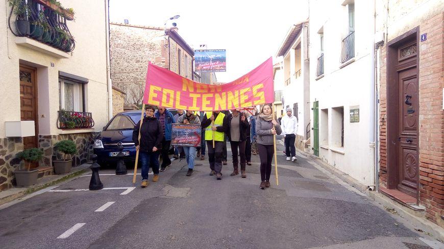 Les manfiestants anti-éoliens ont défilé à Fourques le 1er décembre 2018.