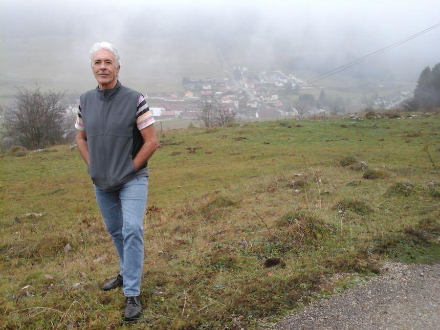 Yves Panier, sur la route des Granges d'Agneau, à 1050 m. d'altitude, sur les flancs du Grand Taureau