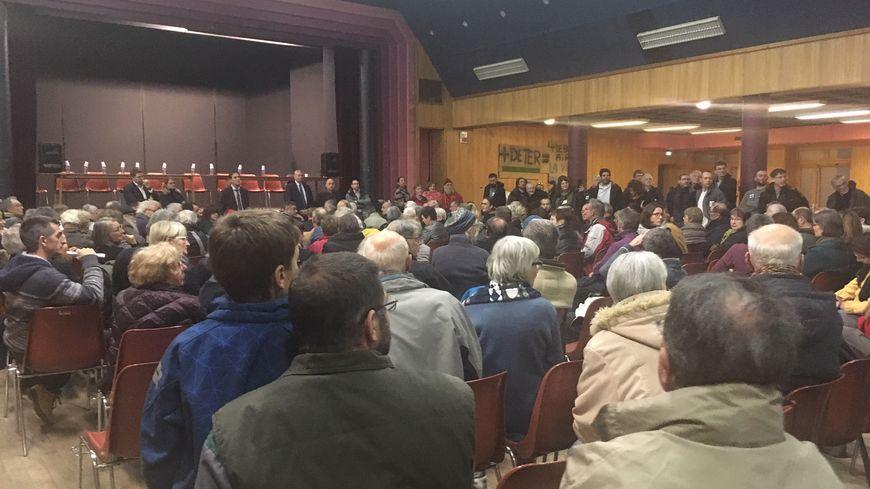 Plus d'une centaine d'habitants ont participé au débat public avec la SNCG et la Région Auvergne Rhône-Alpes.
