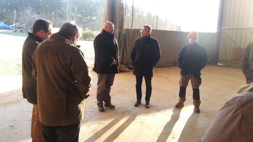 Eric Thirouin, secrétaire général adjoint de la FNSEA, est venu prêcher la bonne parole aux agriculteurs sur une exploitation de Crézancy en Sancerre