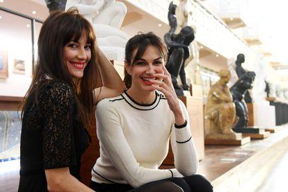 """Helena Noguerra et Mareva Galanter en promo à la piscine de Roubaix pour leur tournée """"Les Parisiennes"""" avec Arielle Dombasle et Inna Modja;"""