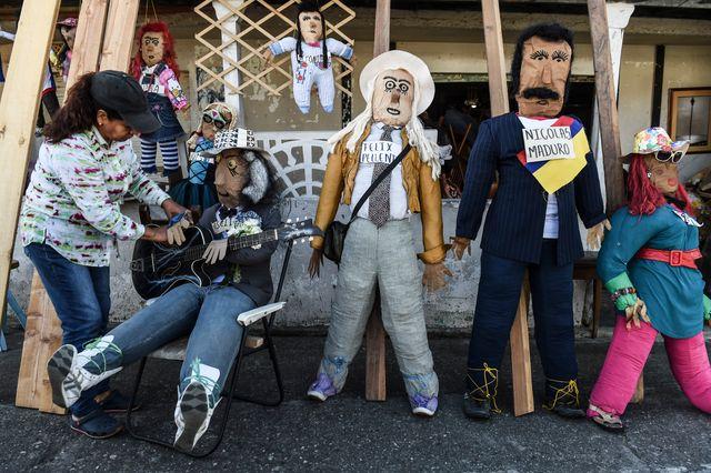 """En Colombie, par superstition, on sort ses poupées """"Old Year"""""""
