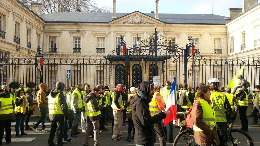 Une centaine de Gilets jaunes à Niort samedi 29 décembre pour le 7eme acte du mouvement.