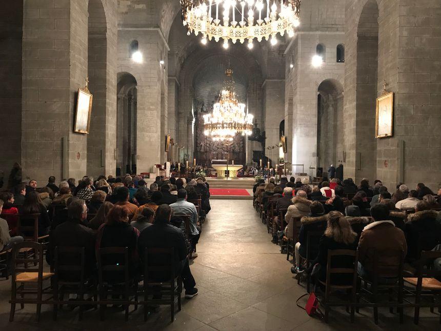 Certaines personnes venues à la messe sont presque davantage attachées à la Cathédrale Saint-Front qu'à la cérémonie en elle-même.