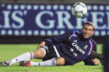 Zinédine Zidane, joueur de football français, lors d'une session d'entraînement dans stade Bob Jane de Melbourne, lors d'une rencontre amicale entre la France et l'Australie (08 novembre 2001).