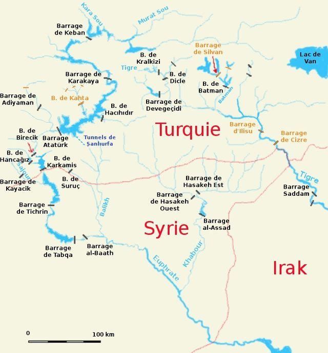 En contrôlant les sources du Tigre et de l'Euphrate, Ankara détient la clé du robinet d'eau qui s'écoule vers la Syrie, puis l'Irak