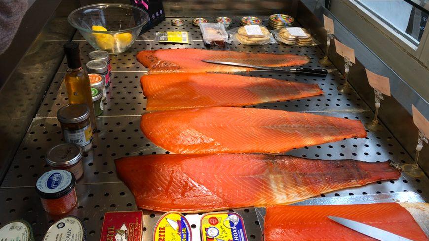 Irlande, Écosse, Îles Feroe, parmi les provenances les plus prisées pour le saumon sauvage selon Vincent Gombert, commerçant spécialisé à Nantes le 16 novembre 2018.
