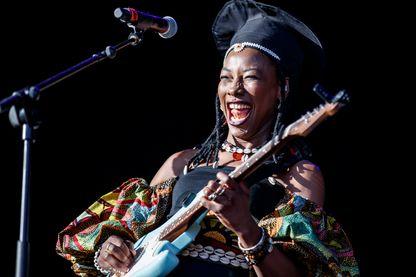 Fatoumata Diawara, chanteuse, comédienne et auteure-compositrice-interprète au festival Cruilla Bcn le 14 juillet 2018 à Barcelone, en Espagne.